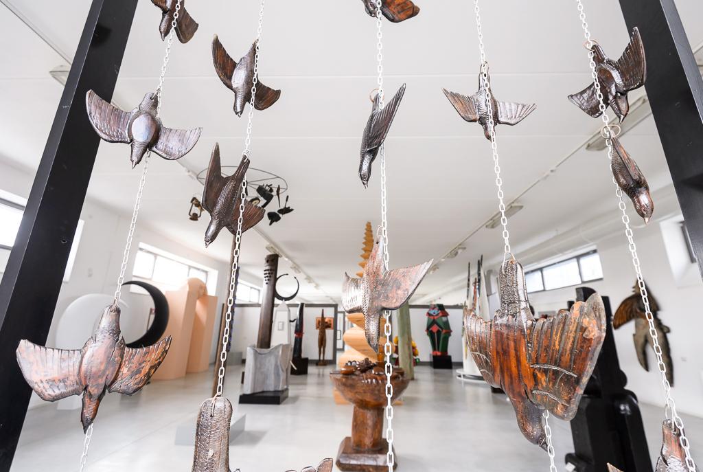 Sala della scultura italo-africana con opera di V. Trubbiani