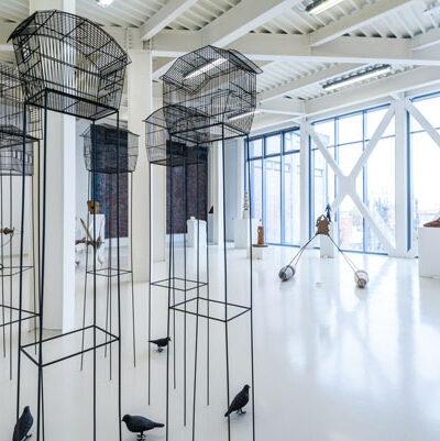 Piano 2, Veduta della sala della scultura con opera di M. Pellizzola