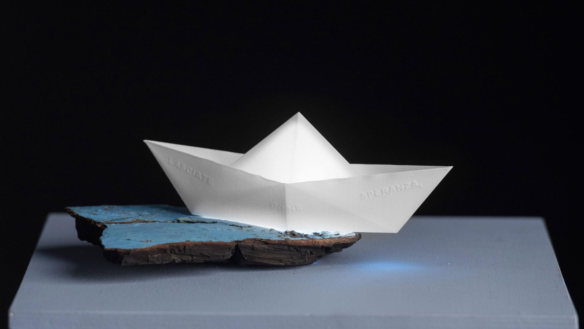 Mari-d'Italia,-2017,-Barca-stampa-3d-in-ABS,-frammento-di-barca-azzurro-bruciato