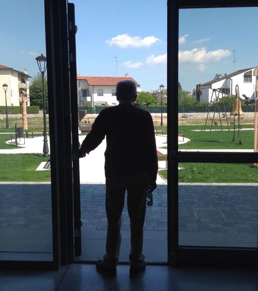 Bargellini apre la porta del giardino della scultra